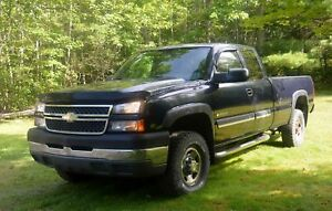 2005 Chevrolet Silverado 2500 Long Box HD Pickup Truck