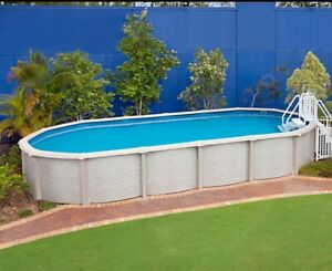 REDUCED***Extreme aboveground pool 10x5.5x1.37m oval