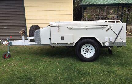 Hard floor camper trailer off road
