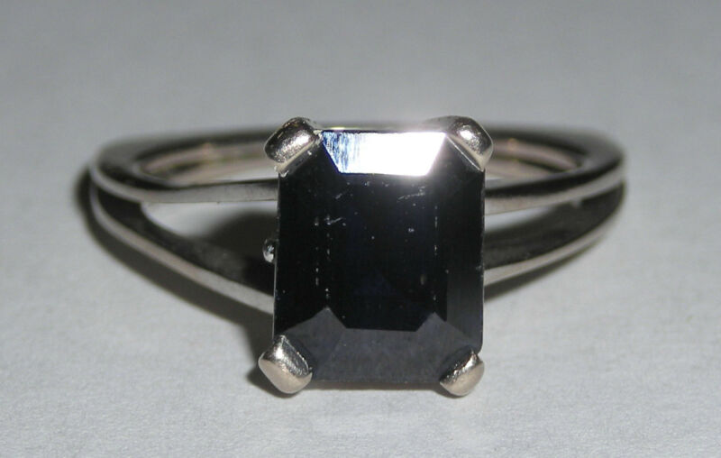 Unusual 18K White Gold & Emerald Cut Blue Sapphire Ladies Ring with Flat Shank