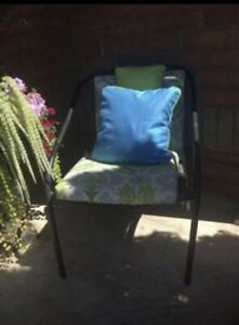 2 Chairs with 4 Patio Cushions