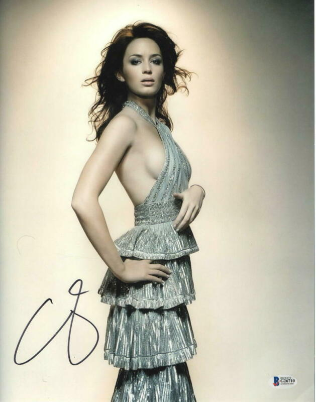 HOT SEXY EMILY BLUNT SIGNED 11X14 PHOTO AUTHENTIC AUTOGRAPH BECKETT COA B