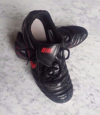 Free S&H !  Boy's NIKE Black Red Soccer Cleats US Size 4Y