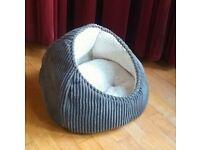 Cosy cat bed