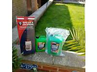 Pressure sprayer and two bottles of spray and leave outdoor formula