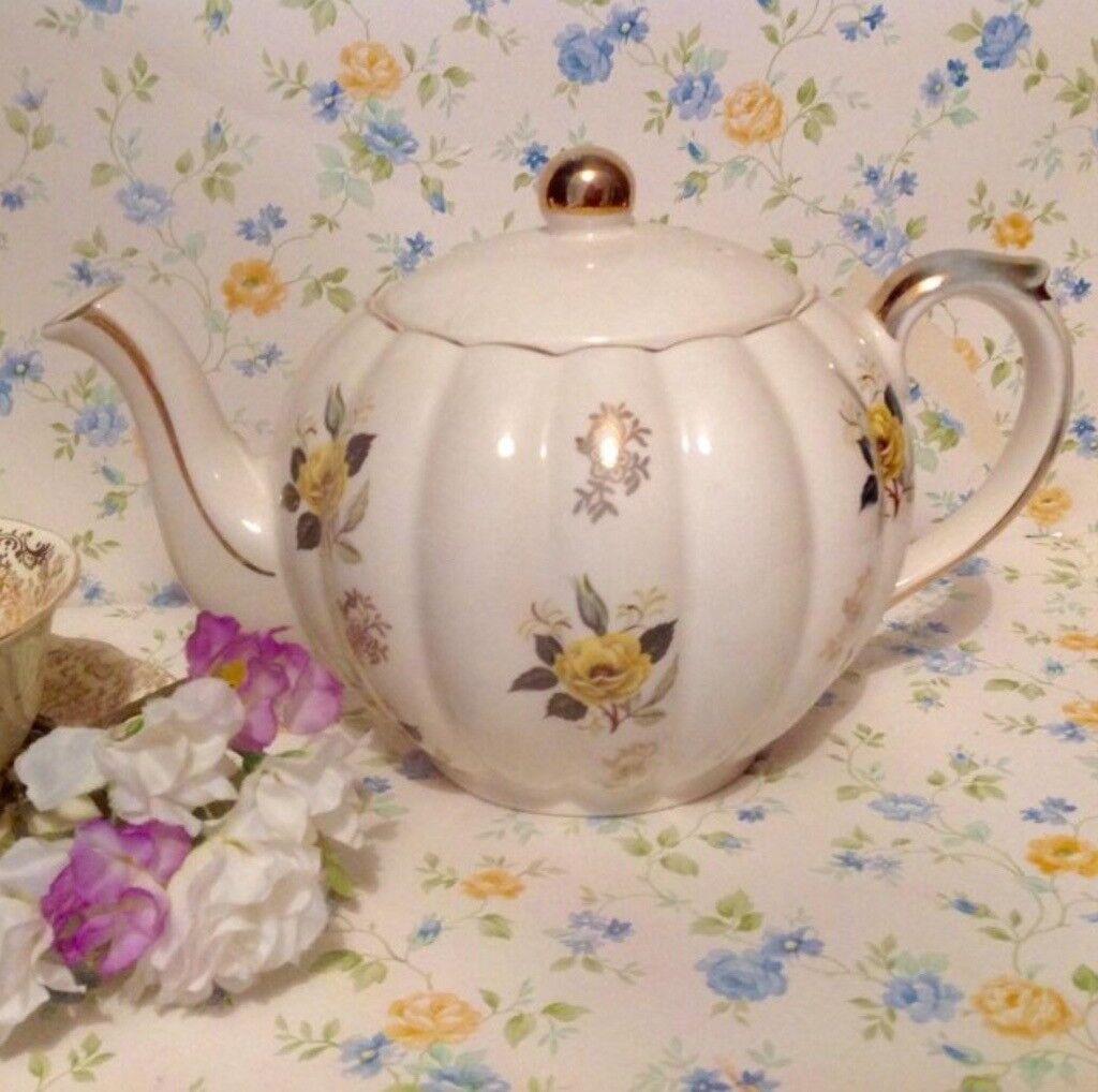 Beautiful gibson tea pot 1940s