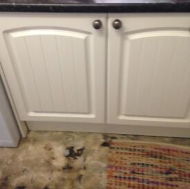 8 Kitchen Doors with Handles and Hinges