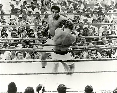 MUHAMMAD ALI 8x10 Action Photo vs Joe Bugner THE GREATEST Vintage Boxing (Muhammad Ali Boxing Pictures)