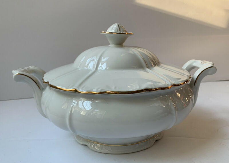 THE BOHEMIAN CHINA CONTESA FINE WHITE SOUP TUREEN WITH LID VINTAGE