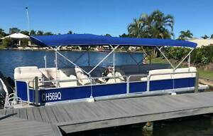 Pontoon Boat in Great Condition