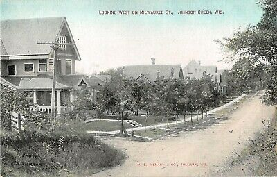 Wisconsin postcard Johnson Creek Looking West Milwaukee St. residential (Johnson Creek)