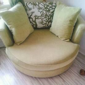 BARGAIN £400 OFF. DFS HUGE CUDDLE CHAIR SEATS 2