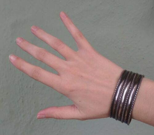 WEIGHTY VINTAGE RIBBED CHISLED NAVAJO INDIAN SILVER CUFF BRACELET