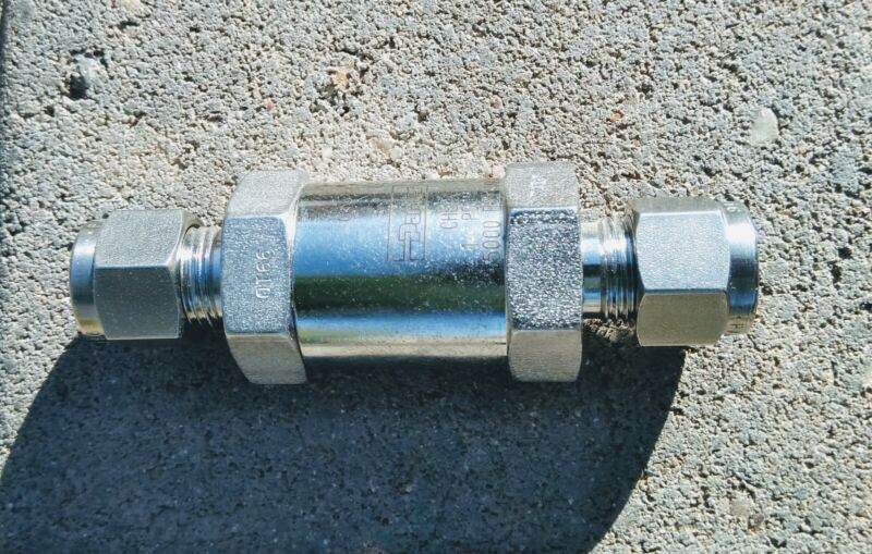 Parker Hannifin 5000 psi check valve = 1/2 sae thread - for stainless tubing
