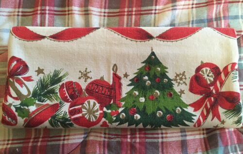 """Vintage CHRISTMAS Tablecloth 1950s White Red Green G-VGC 46"""" x 51"""""""