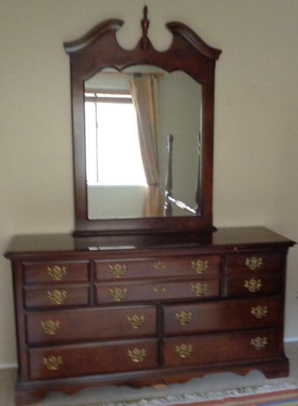 Gorgeous Kincaid Cherry Veneer Dresser With Removeable Mirror – Five Deep Drawer
