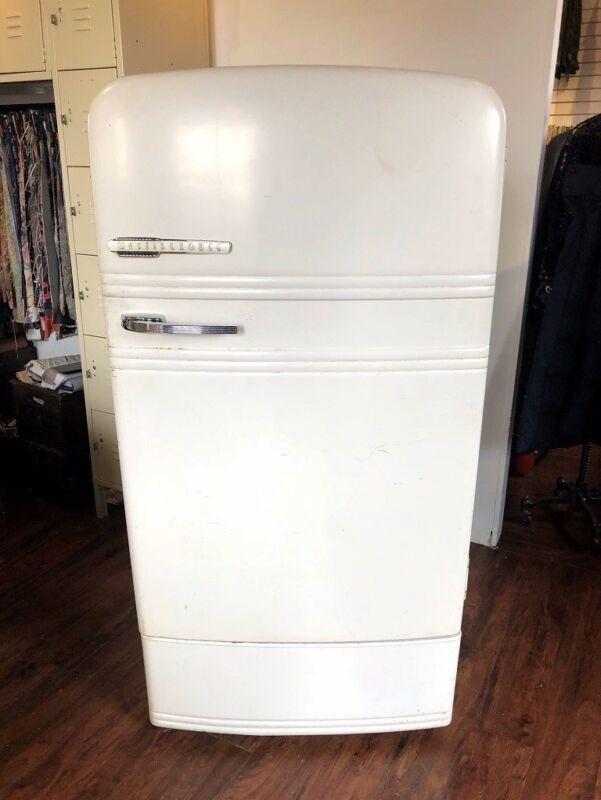 retro westinghouse american refrigerator still working. vintage. white. Antique