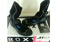 New and boxed ROXY Womens Wetsuit Booties Syncro Round Toe Surf Boot Size 4.14/6/18