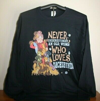 NEVER UNDERESTIMATE OLD WOMAN WHO LOVES DACHSHUNDS Long Sleeve T-Shirt, XL, Blk
