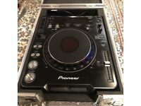 Pioneer CDJ 1000 Mk3 Turntable with flight case (And CDJ 500S for free)