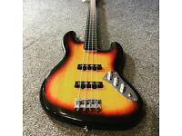 Squier Modified Fretless Bass (Soft case included)