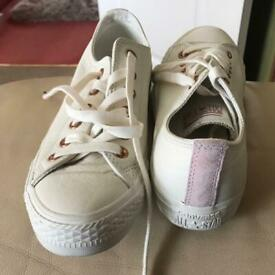 6bb5af2a5586ca Ladies converse trainers SOLD