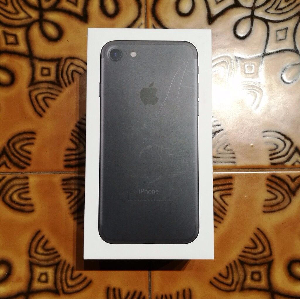 Apple iPhone 7 - 32GB - Black (Unlocked) Smartphone - NEW Accessories