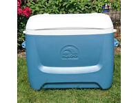 58 litre Wheeled Coolbox
