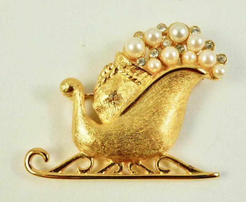 Vintage RICHELIEU Goldtone Holiday Pearl & Rhinestone SLEIGH Brooch/Pin