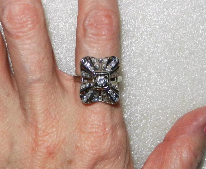 14K WHITE GOLD ART DECO DIAMOND RING - SIZE 6.25  -  LB1988