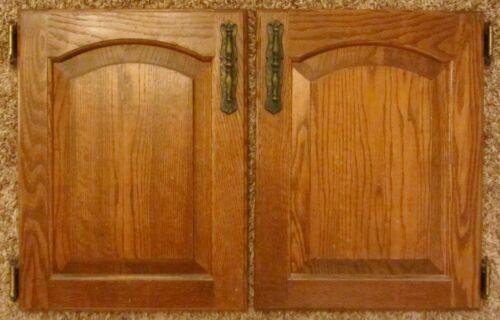 2 Vtg SOLID OAK CABINET DOORS Kitchen Vanity Cupboard AMEROCK Monterey Hardware