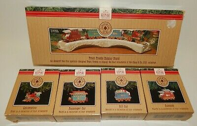 Hallmark Christmas Ornaments Claus & Co RR Train Display & Complete Car Set
