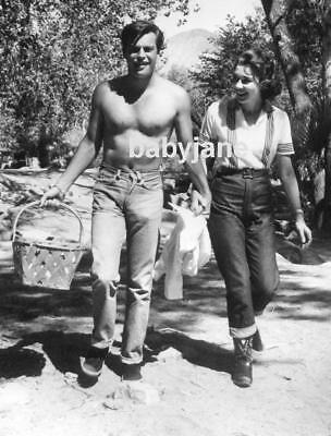 002 ROBERT WAGNER BARECHESTED REVEALING TIGHT JEANS PHOTO