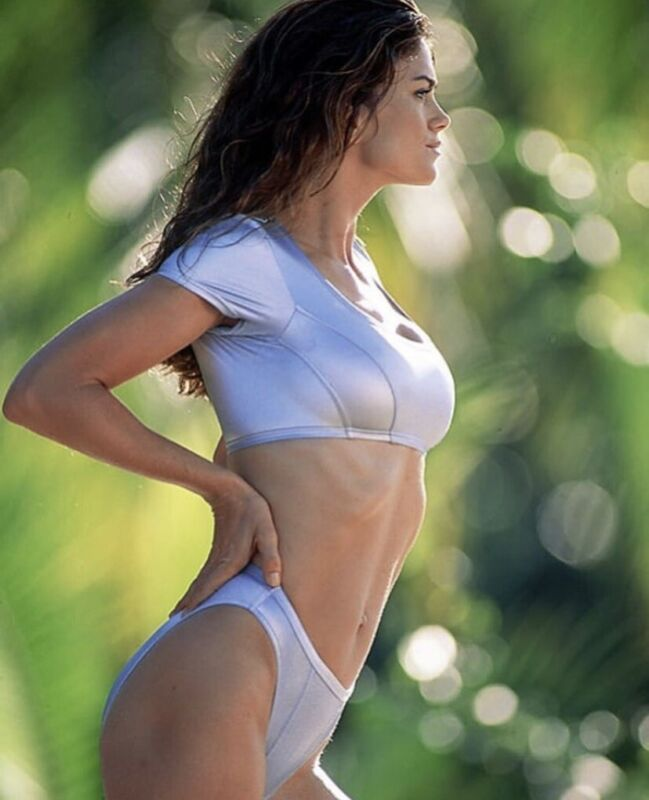 Kathy Ireland - In A Bikini !! What A Body !!!