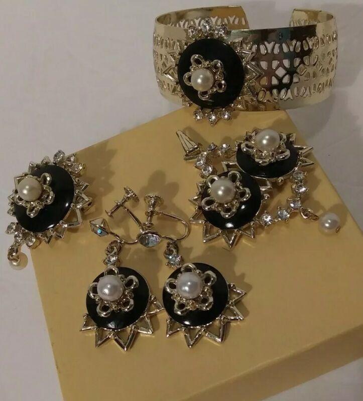 Vintage Jewelry Lot 4 Pc Set Estate Find Black Gold Tone Faux Pearl Bracelet+++