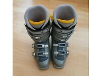 Salomon Ski Boots Ladies size 6 UK Comfort fit in Silver, used but still in good condition