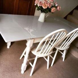 Lovely Paris grey extendable table