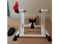 Turbo Trainer Elite QUBO Fluid. Selling with front wheel cycle block.