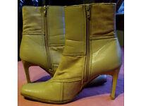 Lady's Fashion Boots - Beige Size 5