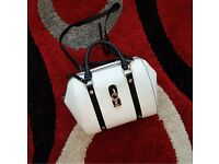 White Dune Leather Handbag with Black Straps