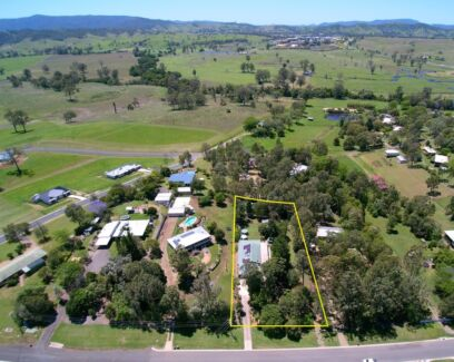 1 ACRE HIDEAWAY IN THE HEART OF TOWN!
