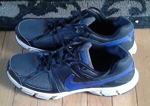Man's Nike running  shoes downshift  5 size 11 like new