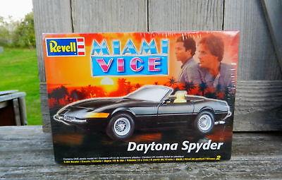 "REVELL FERRARI DAYTONA SPYDER ""MIAMI VICE"" 1:24TH SCALE PLASTIC MODEL KIT"