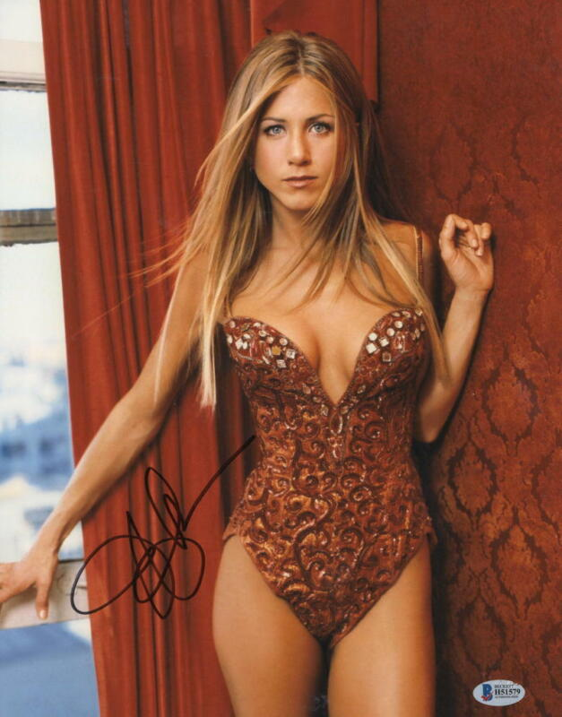 HOT SEXY JENNIFER ANISTON SIGNED 11X14 PHOTO AUTHENTIC AUTOGRAPH BECKETT COA B