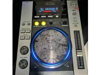 1x Pioneer CDJ 200