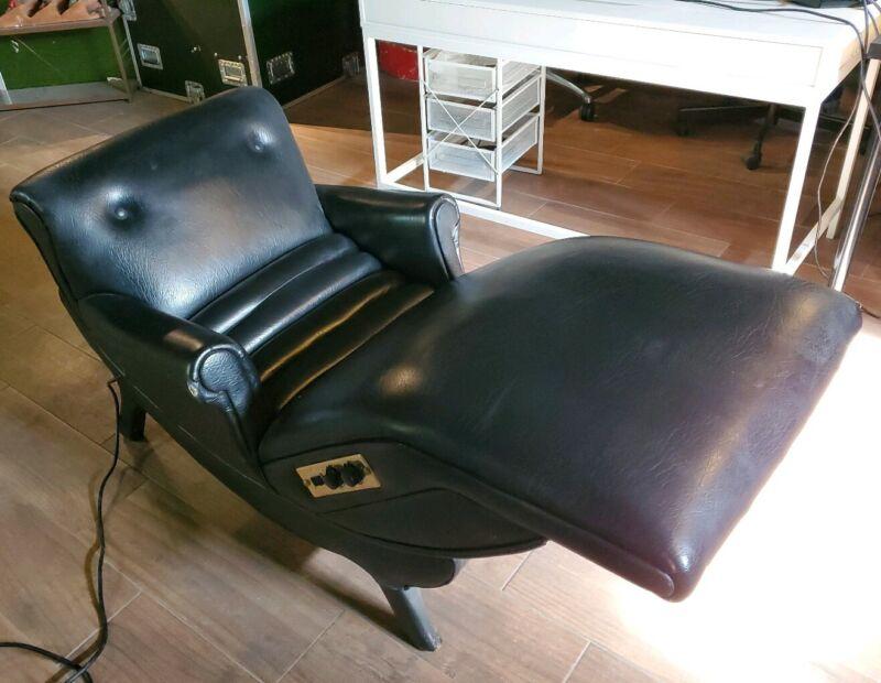 Vintage Black Lounge Inc. Contour Electric Recliner