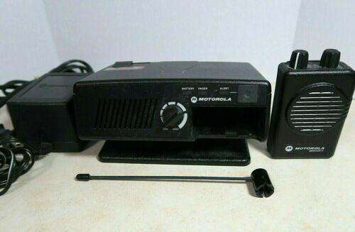 Motorola Minitor V VHF Pager 151-158.9875 MHz w/ RLN5869C Amplified Charger