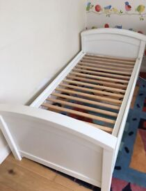 White Toddler bed. Good condition.