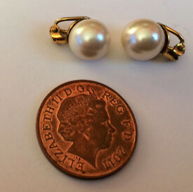 vintage christian dior pearl earrings