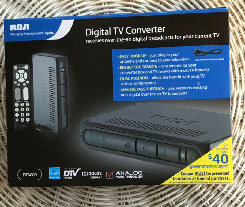 RCA Digital TV Converter Box - With Remote - (DTA809) Black